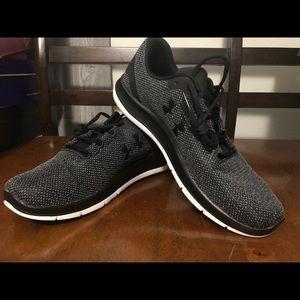 New Men's SZ 9 Under Armour  Shoe